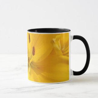 Helle gelbe asiatische tasse