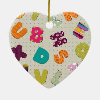 Helle gemusterte Buchstaben Keramik Herz-Ornament