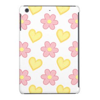 Hellrosa und gelbe genähte Herzen u. Blumen iPad Mini Retina Hülle