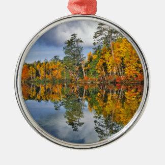 Herbstteichreflexionen, Maine Silbernes Ornament