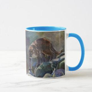 Herumstreichender Puma-Berglöwe-Kunst-Entwurf Tasse