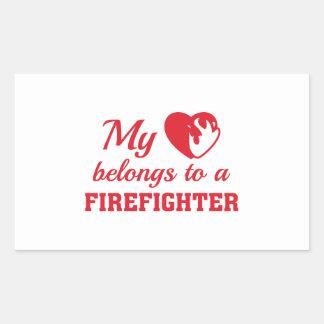 Herz gehört Feuerwehrmann Rechteckiger Aufkleber