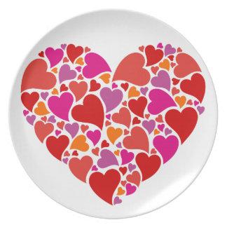 Herz mit buntem Herzmuster Teller