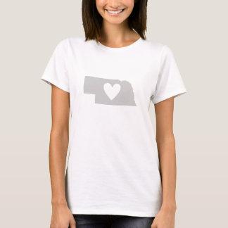Herz-Nebraska-Staats-Silhouette Frauen T-Shirt