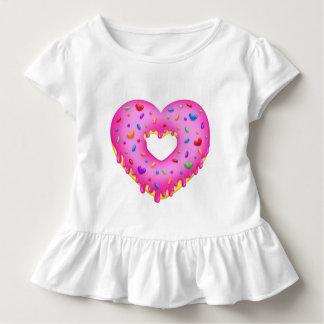Herz-rosa Krapfen mit Regenbogen besprüht Kleinkind T-shirt