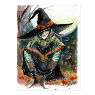 Hexe mit einer Haltungs-Postkarte Postkarten