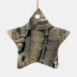 Himmlische Schönheit (Surasundari) Keramik Stern-Ornament