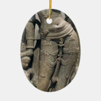 Himmlische Schönheit (Surasundari) Ovales Keramik Ornament
