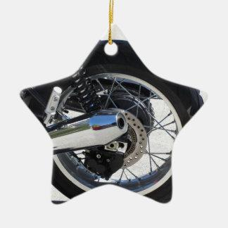 Hinteres Rad und chromiertes Auspuffrohr des Keramik Ornament