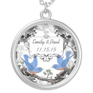 Hochzeits-Datums-glückliche Halskette Mit Rundem Anhänger
