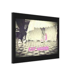 Hochzeits-Paare in einem Retro Art-Jahr-Restaurant Galerie Gefaltete Leinwand