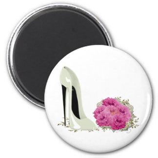 Hochzeits-Stilett-Schuh und Blumenstrauß der Rosen Runder Magnet 5,1 Cm