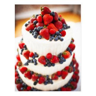 Hochzeitstorte mit Früchten Postkarte