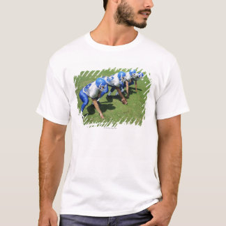 hohe Winkelsicht des Spielens mit vier T-Shirt