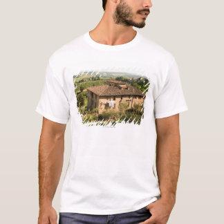Hohe Winkelsicht eines Gebäude, San Gimignano, T-Shirt