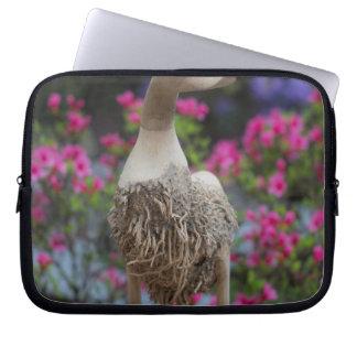 Hölzerne Ente mit Blumen Laptop Sleeve