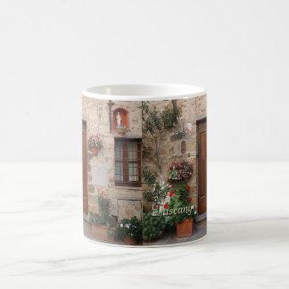 Hölzerne Tür Toskana Italien personalisiert Kaffeetasse