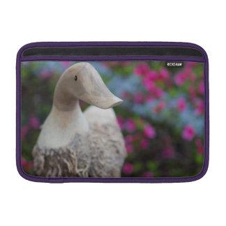 Hölzerner Entenkopf mit Blumen Sleeve Fürs MacBook Air
