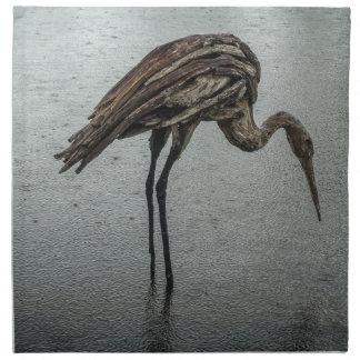 Hölzerner Vogel im Regen Serviette