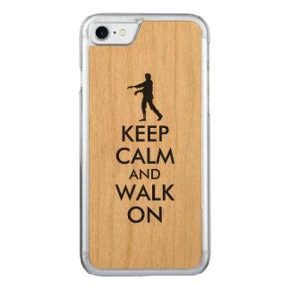 Hölzernes iphone behalten ruhigen gehenden Zombie Carved iPhone 8/7 Hülle