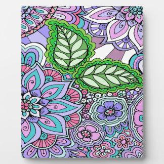 Hübsche Blumenhand gezeichnetes Gekritzel-Muster Fotoplatte