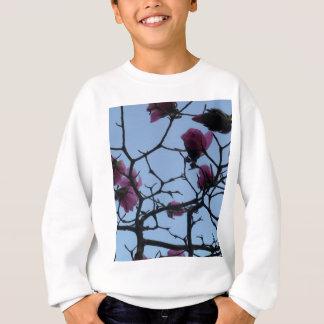 Hübsche rosa Blumen gegen einen blauen Himmel Sweatshirt