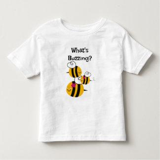 Hummel-Bienen das T-Shirt des Kindes, die Insekten