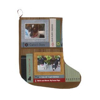 Hundeliebhaber-Bücher auf einem Regal Großer Weihnachtsstrumpf