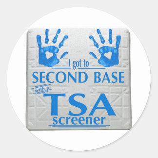 Ich gelangte an zweite Base mit einer TSA Runder Aufkleber