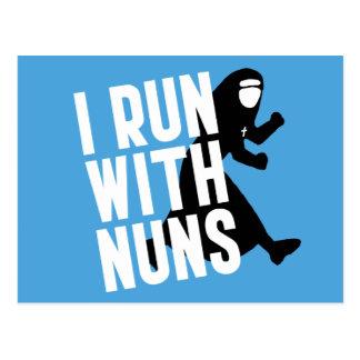 Ich laufe mit Nonnen Postkarten