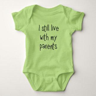 Ich lebe noch mit meinen Eltern Baby Strampler