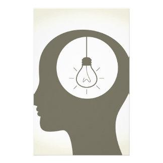 Idee in einem Kopf Individuelle Büropapiere