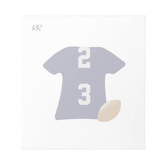 Ihr Fußball-Shirt mit Ball auf kleinem Notizblock