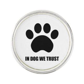 Im Hund vertrauen wir Revers-Button Anstecknadel