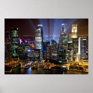 Im Stadtzentrum gelegene Singapur-Stadt nachts Poster