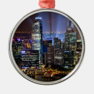 Im Stadtzentrum gelegene Singapur-Stadt nachts Silbernes Ornament