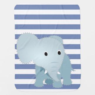 Imitat steppte blauen Elefanten auf blauen Babydecke
