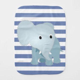 Imitat steppte blauen Elefanten auf blauen Spucktuch