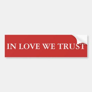 In der Liebe vertrauen wir Autoaufkleber