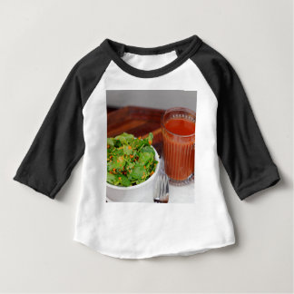 Ingwer-Karotten-Tomate, die Brunnenkresse-Salat Baby T-shirt