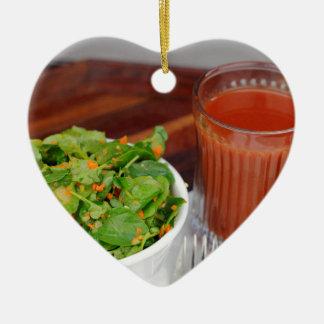 Ingwer-Karotten-Tomate, die Brunnenkresse-Salat Keramik Herz-Ornament
