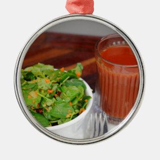 Ingwer-Karotten-Tomate, die Brunnenkresse-Salat Silbernes Ornament