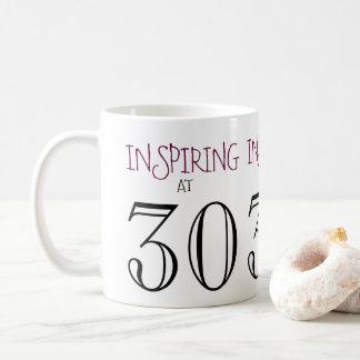 Inspirieren bei dreißigstem Geschenk des Kaffeetasse