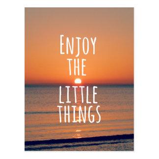 Inspirierend genießen Sie das Kleinigkeits-Zitat Postkarte
