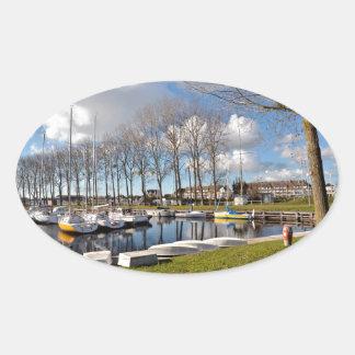 Jachthafen von Ouistreham in Frankreich Ovaler Aufkleber
