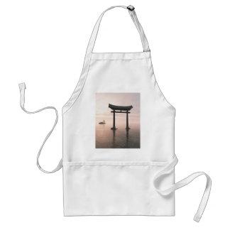 Japaner Torii Tor an einem Shinto-Schrein, Abend Schürze