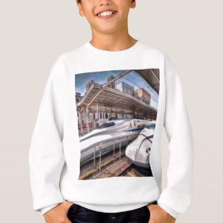 Japanische Kugel-Züge an Tokyo-Station Sweatshirt