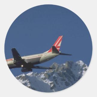 Jet-Landung, Innsbruck, Österreich Runder Aufkleber