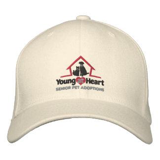 Junge an Herz gesticktem Hut