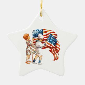 Jungen-und Mädchen-wellenartig bewegende Flaggen Keramik Stern-Ornament